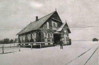 Moltrup Station inkl. skinnerne om vinteren, årstal kendes ikke.